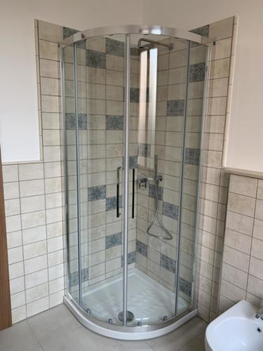 nuovo bagno con doccia